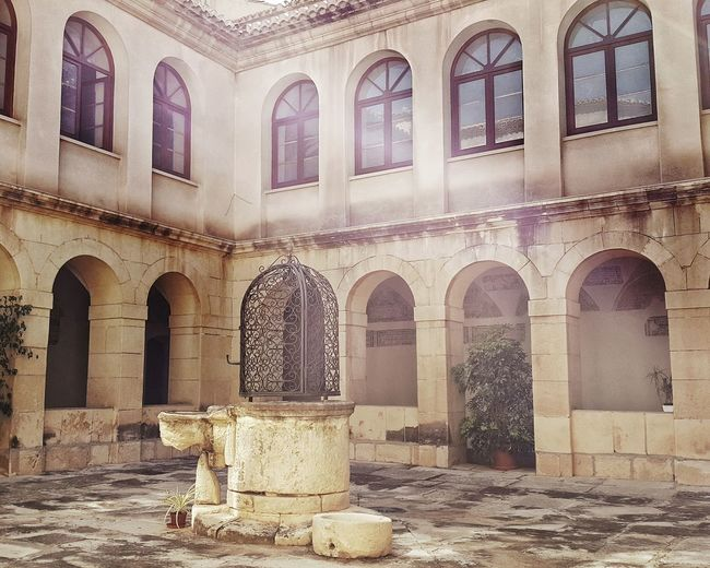 Elche Library en Iglesia de San Jose Church Claustro Cloister Cloisters  Medieval Church Monastery Old Monastery Cloister Garden Well  EyeEm Gallery Eyeem Collection Eyeem Architecture Lover EyeEm Taking Photos Check This Out Hanging Out Relaxing Peace And Quiet Peace Peaceful