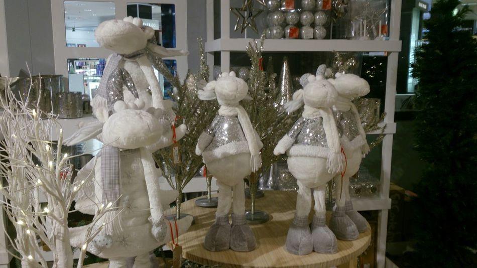 Unas Figuras de Unos Renos Blancos para Decorar tu Casa por Navidad