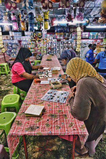 Retail  Lifestyles Market Market Stall People Thailand Muslim Women Around The World Bingo Kolanta Playing The Photojournalist - 2017 EyeEm Awards