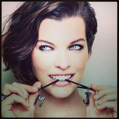Woman Mod éle Blueseyes Actress celebrity MillaJovovich eyes