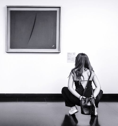 There's a crack in everything, that's how the light gets in // Museo del Novecento [Milano] Streetphotography Candid Mirrorless Milano Museo Del Novecento Lucio Fontana Art Museum Blackandwhite Black And White Italy