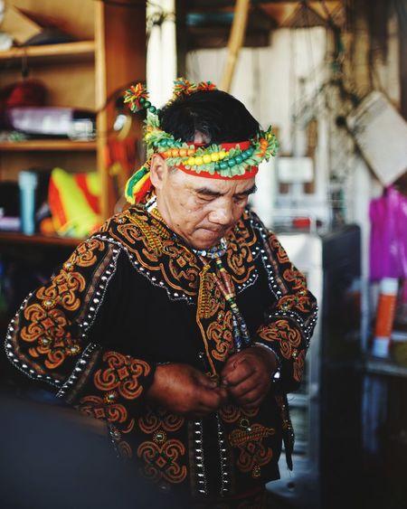 原住民 Aborigines Culture Tranditional People Watching Transitional Moments Taiwanese Culture Inspired Mature Adult One Person Front View One Man Only Adults Only Adult Multi Colored This Is Masculinity This Is Aging
