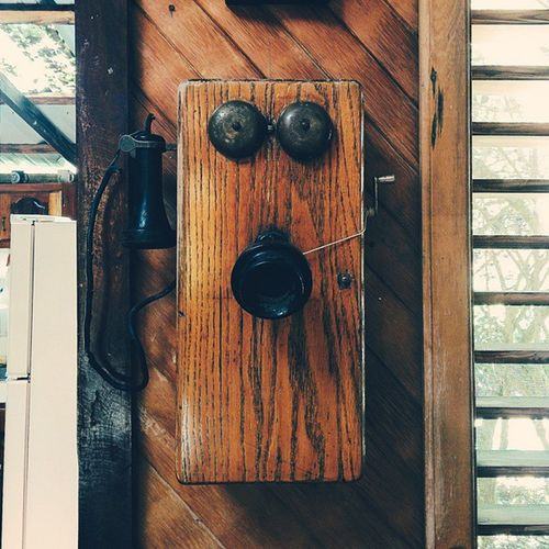 Let's keep it, for the memories. Vscocam Vscogrid Vscord Oldphone Wood Manabao RD Viajard Itravelrd Instagramrd