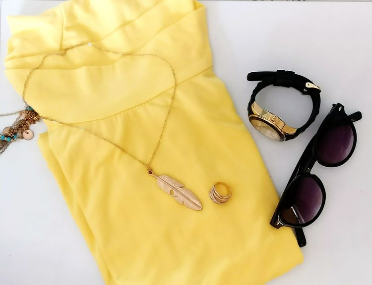 Sommergefühle Fashion Clothing Gold Elégance Adult Arts Culture And Entertainment Indoors  Beauty Glamour Day Close-up Yellow Accessories ❤ Glares Watch Black And Gold Summer Time  Classy Light Rings♥ Cool