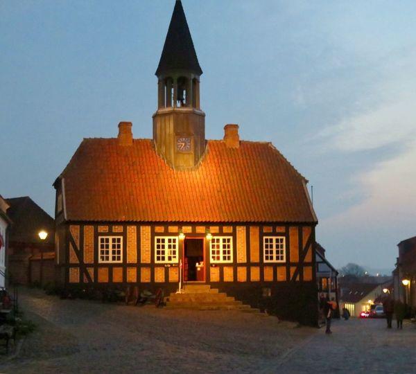 Det gamle rådhus. Ebeltoft Dommerkontor Nostalgi Gammelt Hus..