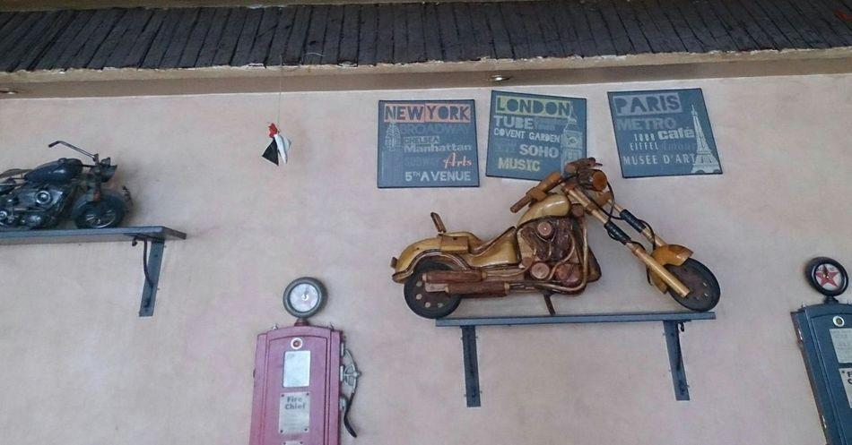 صورة اخذت داخل احد مقاهي دبي from one of Dubai coffeeshop Hz339 Motorbike A View From Dubai Art
