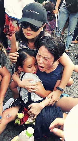 Violence on the Vietnamese's meeting for Enviroment Violenceagainstwomen Violence Violenceagainstchildrenandwomen Children Meeting Vietnamphotography Dmcs Communist Red
