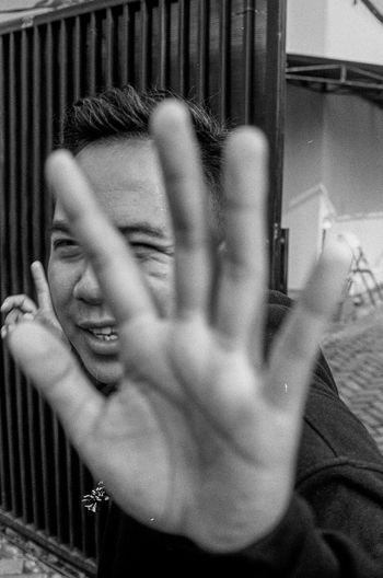 Don't shoot. Kodak TMax 400 Filmphotography Bestfilmphoto Indo35mm Blackandwhitephotography Bw Analogphotography 35mm 35mmphotography Ishootfilm Canonphotography Canon Filmisnotdead Kodak Kodak T-max 400 INDONESIA Trapped Headshot Close-up Head And Shoulders Human Face Asian