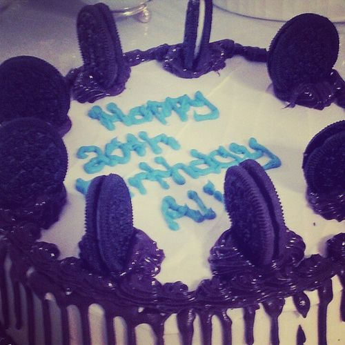 The most delicious cake I've tried <333 Bdaycake Cookiesandcream Icecreamcake  Delicious baskinrobin goodtime