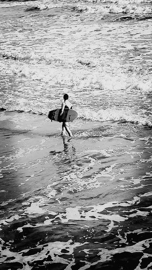 Kuomi Collection Taking Photos Surf Nice Atmosphere From My Point Of View For My Friends That Connect Vacations Black & White Ocean Ocean Beach