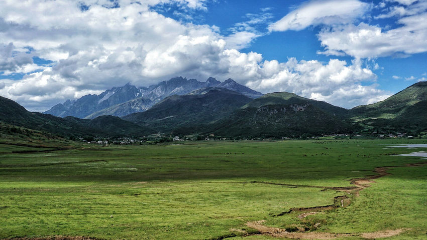YuLong Snown Moutain Lijiang Yunnan China EyeEm China Pasture Landscapes Outdoors Motus Natura Mountains Blue Sky Wenhaixiacun Miles Away Been There. Lost In The Landscape