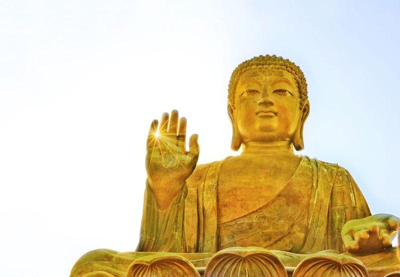Religion Statue Spirituality Low Angle View Golden Color Buddha HongKong Tian Tan Buddha (Giant Buddha) 天壇大佛 Sculpture Paint The Town Yellow