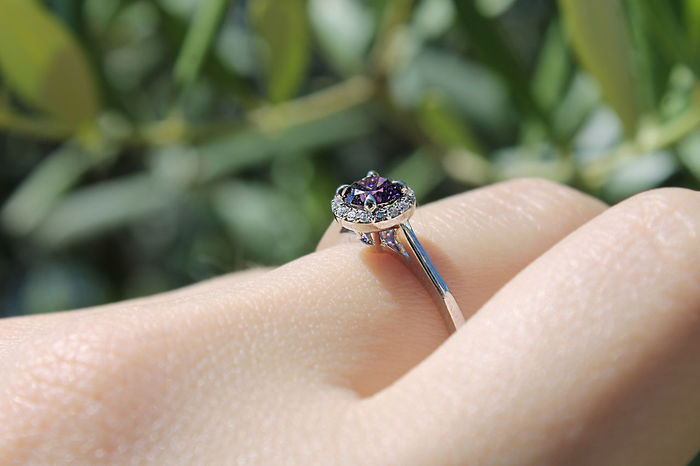 Body Part Close-up Day Diamond Diamond - Gemstone Diamond Ring Diamond Rings Engagement Ring Finger Focus On Foreground Hand Human Body Part Human Finger Human Hand Human Skin Jewelry Lifestyles Luxury One Person Outdoors Personal Accessory Real People Ring Wedding Ring
