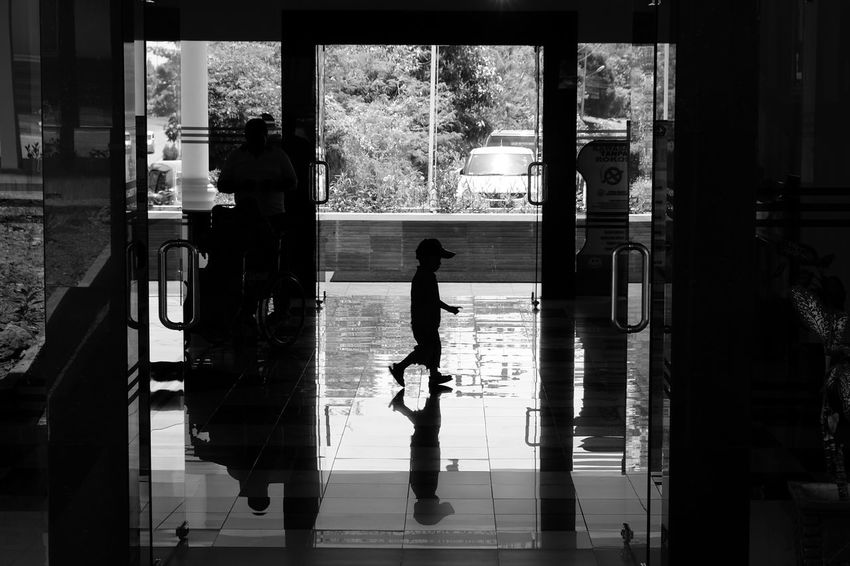 Reflection Shadows And Silhouettes Shadows & Lights Streetphotography Eyeem On Week EyeEm Masterclass EyeEm Best Shots Street Photography Shadows And Sunlight Streetphoto EyeEm Indonesia EyeEm Gallery EyeEm New Here EyeEmBestPics Welcome To Black Black & White Street Life Shadow Photography Blackandwhite Black And White The Secret Spaces EyeEmNewHere The Street Photographer - 2017 EyeEm Awards