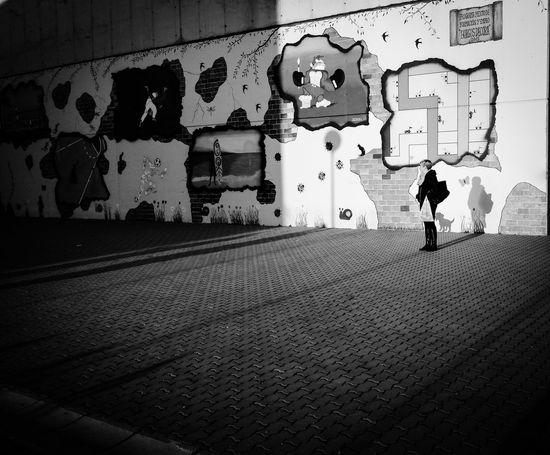 Graffiti Walking Men One Person Only Men Spray Paint One Man Only Outdoors People Adult Day Adults Only Chance Encounters EyeEm Best Shots - Landscape EyeEm Best Shots - Nature Eyeem Photography EyeEmbestshots Illuminated The Week On Eyeem Eye4photography Streetphoto_color Shootermag EyeEm Best Shots EyeEm Bnw The Week Of Eyeem Blanco Y Negro. Eyemphotography Burgos, Spain Burgos -España- EyeEmNewHere