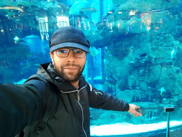 près de l'aquarium du Morocco Mall Aquadream Bleu Blue Ader Reda Dendouny Casablanca Casablanca, Morocco Aquarium Aquarium Photography Morocco Morocco Mall EyeEm Selects Mid Adult Men Looking At Camera Portrait One Man Only One Person Only Men First Eyeem Photo