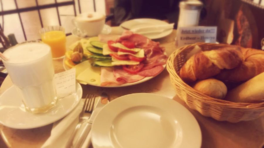 yummy breakfast :b Hello World Enjoying Life Check This Out Color Portrait ♥