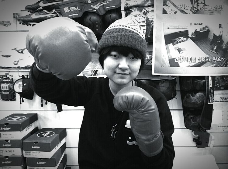 B&W Portrait That's Me :) South Korea Taking Notes Boxinggirl Boxing Gloves