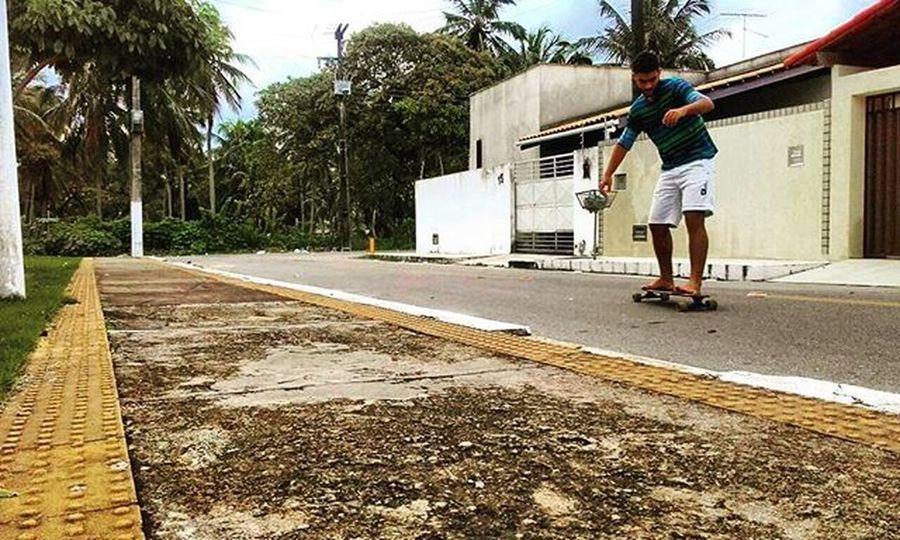 Mesmo em dia de chuva tem . Créditos: @renatocamilo_ Overboard Skate Skateboarding Longboard