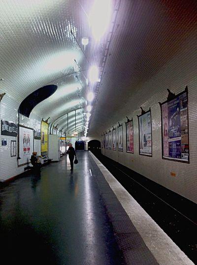 Metro. Peo i phone Photography