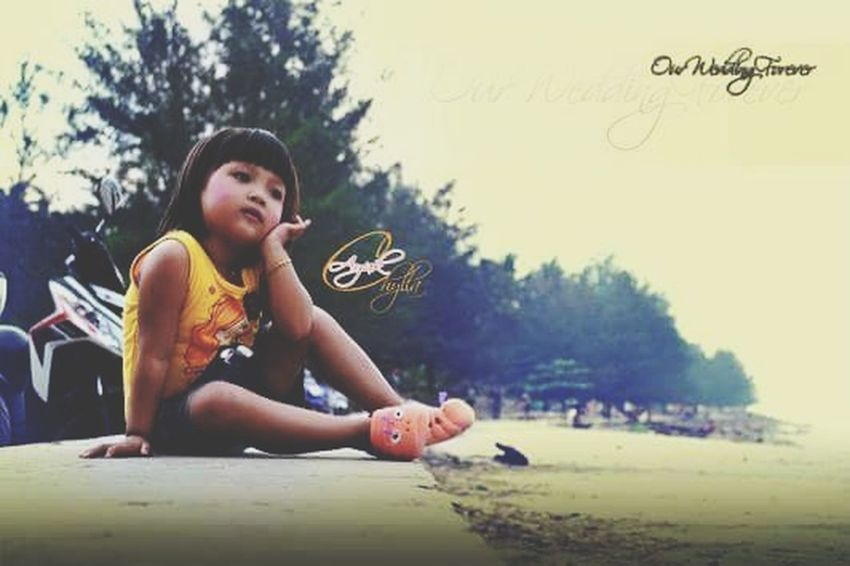 Frame Photography Photography Traveling Hanting Photo Shoot Cenimatography Colage Of Photos Photography Moments Vintage Young Women Tree Child Sitting Full Length Smiling Healthy Lifestyle Sand Sky Grass