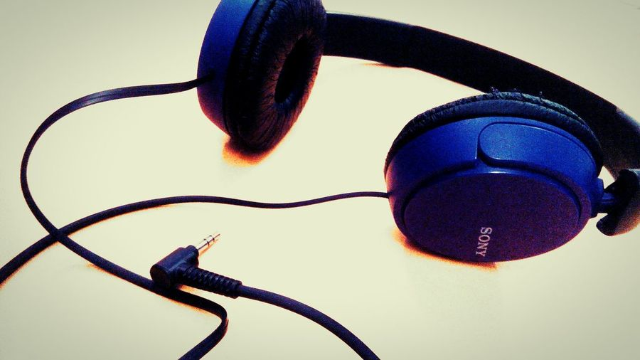 sometimes all you need to do to find peace isa little music Taking Photos Enjoying Life Relaxing EyeEm Gallery Eyeemphoto Crazy Editing Music Brings Us Together Music Is My Life Music Earphones The Graphic City