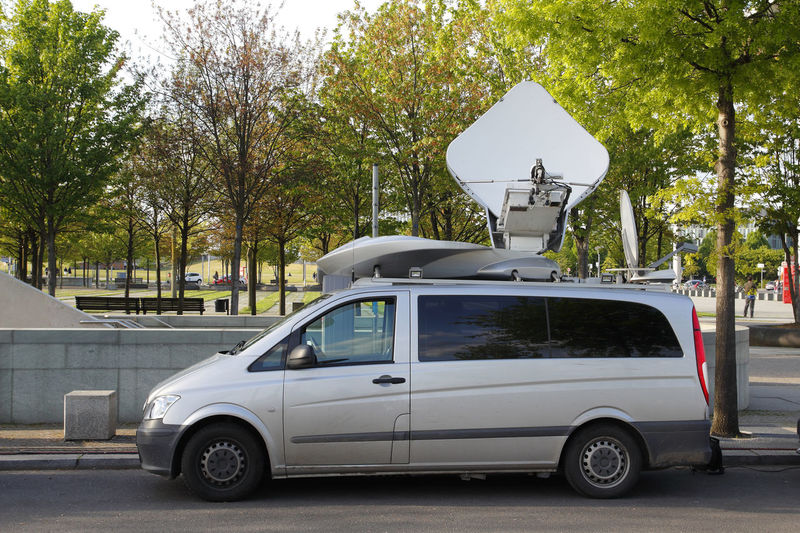 Antenna in a vehicle for television reporters Mode Of Transportation Tree Transportation Motor Vehicle Land Vehicle Car Plant Day Street No People Nature Outdoors Stationary Antenna Press Satellite Dish Van Television News Chanel Reportage Reporter Media