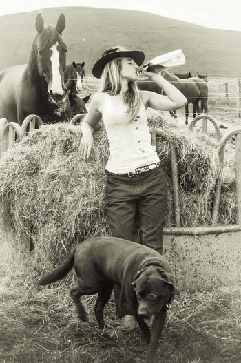 Cowgirl Cowboy Hat Horses Horse <3 Horse Alcohol Abuse Adults Only Sky Domestic Animals Outdoors Mammal People Day Vintage Shoot Photography ThemesAnimal Themes Women Black And White Photography one woman only Cowgrils (: Cowgirls Dont Cry ❤ Young Adult EyeEmNewHere Countryside Views Dogs Black And White Friday