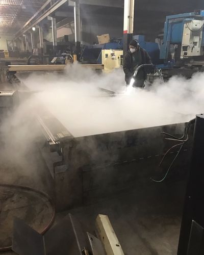Cleaning Ice Blasting Dry Ice Metal Rust Vapors Gases Work Working Warehouse Plasma Cutter Industrial Industry Industrial Building  Dustmask High Pressure Factory Metal Industry Indoors  Day