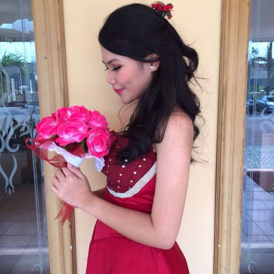 Cause red is never failed Taking Photos That's Me Woman Woman In Red Bridesmaid Woman And Flower Red Dress