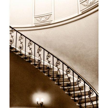 Y al final de la escalera encontrarás... mi cama, ¡que estoy reventado! - At the end of the stairs you'll find... my bed, it's sleeping time! -- Mylondon Instameetlondon