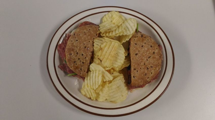 Sandwich Sandwich And Chips Healthy Eating Flatbread  Potato Chip On The Plate Sandwiches Sandwich Time Quick Meal Meal Time Lunch Lunch Time! Indoors  Sweet Food No People Food Freshness