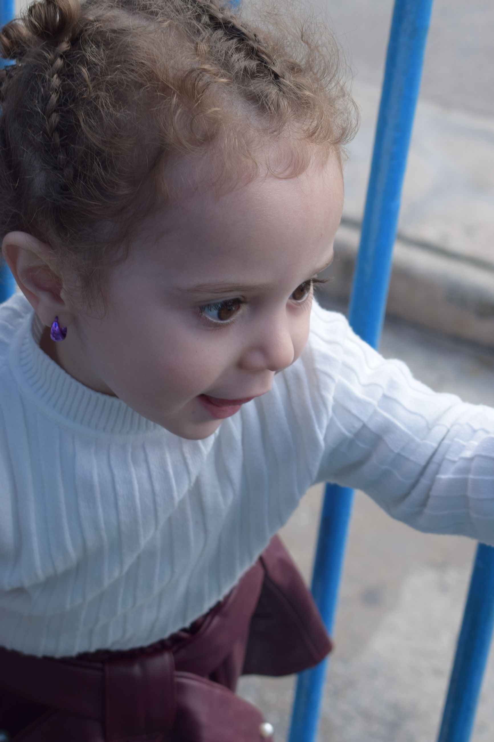 childhood, innocence, real people, cute, one person, leisure activity, outdoors, day, lifestyles, close-up