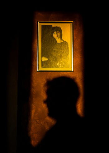 Dans ton ombre. 10 avril 2018. 1 an déjà... Shadow Shadows & Lights Portrait Portrait Of A Woman Frame Gold Black Background Gold Colored Close-up Human Representation Female Likeness