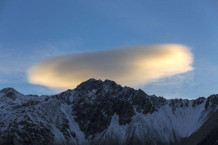 Twilight cloud over mount cook, canterbury, new zealand