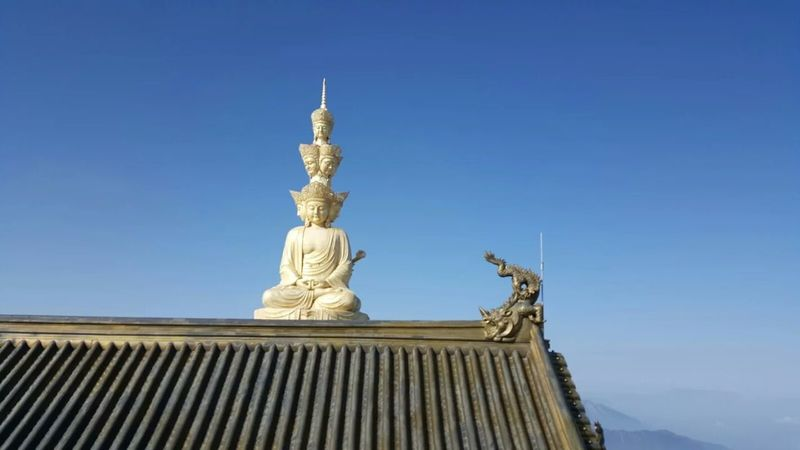 峨眉之巅 Blue Clear Sky Architecture Religion Statue No People Gold Gold Colored Building Exterior Outdoors Travel Destinations Sky City Sculpture Day