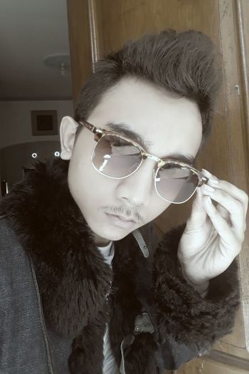 Model by? Sunglasses :) Modelpic Modelshot Sunglasses On Sunglass Selfie Sunglasses ✌👌 Sunglasses Models Model Jacket Stewardess Goodboy Selfy Goodday✌️ GoodDay✌✔ Model Shoot Model Pose Warm Clothing Human Face Portrait Individuality Front View