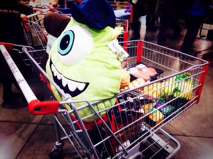 第一次去了Costco~好大好多!买了个マイク(^_^)haha Costco Monsters INC