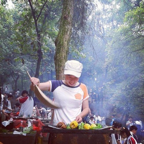 烧烤 Hengyang (๑•ั็ω•็ั๑)阿姨太幽默了,手拿芭蕉扇 头戴济公帽