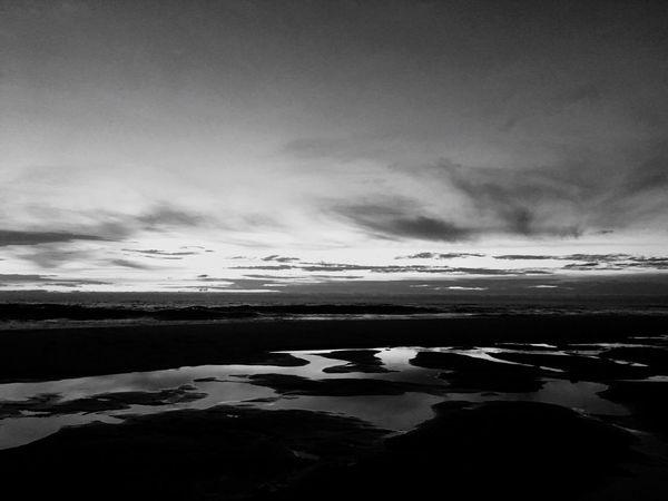 La plage reflète la mer qui reflète le ciel Tranquil Scene Tranquility Beauty In Nature (null)Scenics Nature Cloud - Sky No People Sky(null) Water Landscape Outdoors Noir Et Blanc Noiretblanc Noir&blanc
