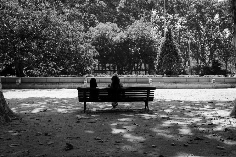 Musician Bench Madrid SPAIN Sigma The Street Photographer - 2018 EyeEm Awards Blackandwhite Blackandwhite Photography Candid Canon Day España Monochrome Musician Park Park Bench People Plant Rear View Relaxation Seat Sitting Street Street Photography Streetphotography Tree