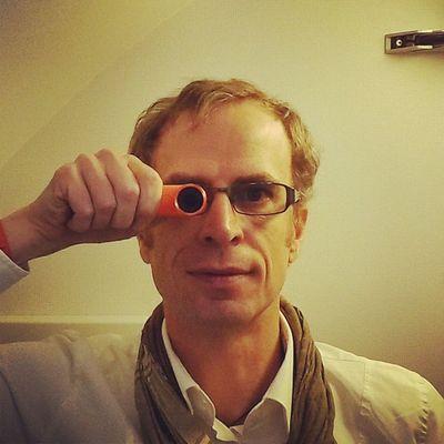 """Mit dem Zweiten sieht und fliegt man besser. Deshalb ist meine @REbyHTC auch """"@ZDF orange"""". ? HTC HTCRE REbyHTC Lufthansa ZDF FlyingMUC UpInTheAir"""