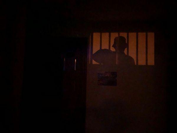 墙上的影子 One Person Real People Indoors  Dark Lifestyles Shadow Standing