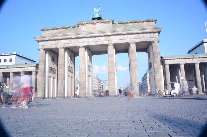 die Rückseite des Brandenburger Tors. Also von der Straße des 17 Juni aus gesehen... Berlin Brandenburgertor Blue Sky Cityscapes DDR Grenze Historical Building Historical Monuments History Sky