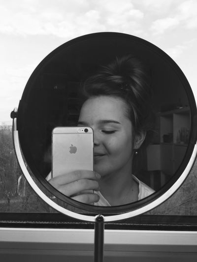 When smile is everything you have. 🌷 +messybun Real People Lifestyles One Person Girl Me Mirror Beauty Nomakeup Justreal Iphonepic Silvermood Bnw Everythingbnw Love Brunette Home Basic Mood Picbyme Dayjustforme Inlove