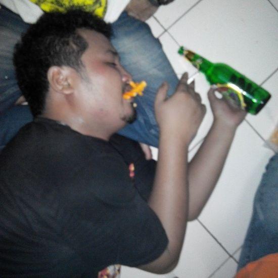 Lalu berakhir seperti ini Privatepartyke666elapan Privateparty Raveparty Drunk hangover swag yolo *jangan dicontoh