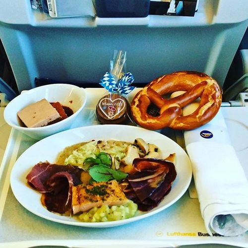 Today's @Lufthansa Wiesn-Schmankerl on the way home to Munich. Nomnom Flyingmuc LH1821 Nonstopme Inspiredby