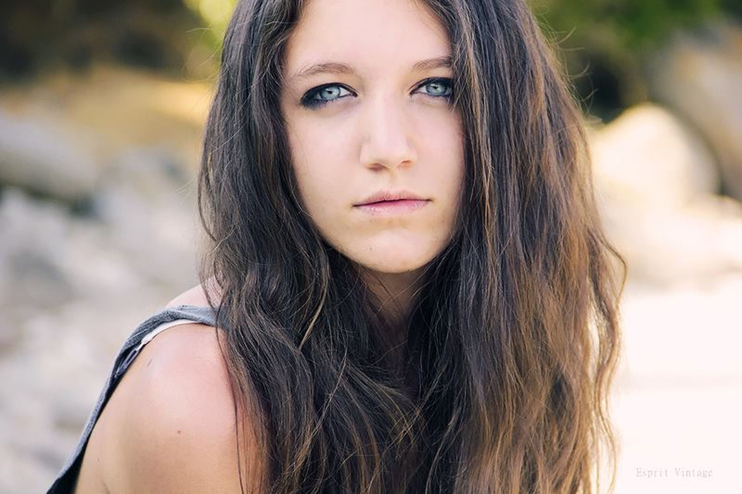 young women, long hair, young adult, lifestyles, headshot, focus on foreground, person, portrait, looking at camera, brown hair, beauty, close-up, leisure activity, front view, black hair, femininity