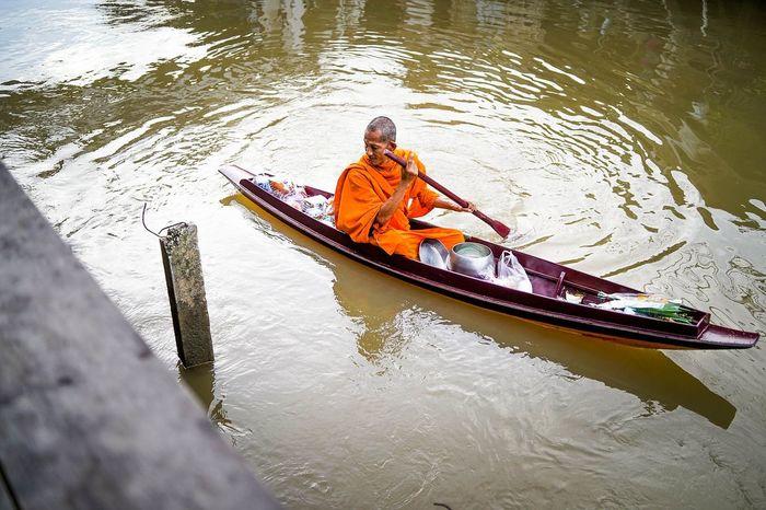 Takbat Monk  Takbat River Thailand🇹🇭 Bangkok Thailand Alms Giving Blessings From Above 👍💖 Amphawa At Morning Amphawa Floating Market Amphawa Water Market Amphawa Thailand