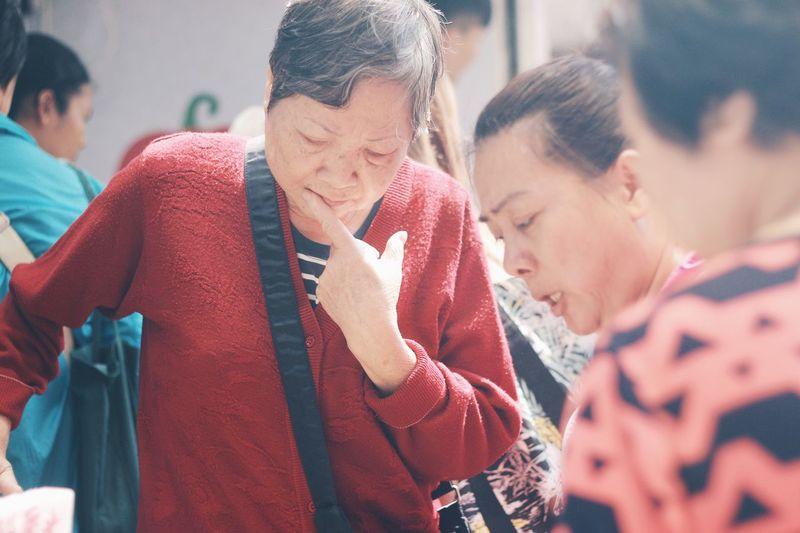 Real People Senior Adult Senior Women Women Farmer Market Choosing Considering Decisions Choice Picking